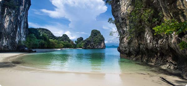 Visit Koh Hong and Krabi on our speed boat charter
